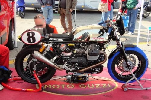 Tappo serbatoio benzina 240.1V7.BKE con flangia per Moto Guzzi V7 Racer
