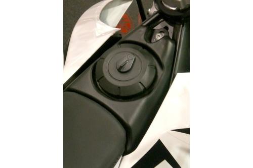 Tappo serbatoio moto 959.BKE con chiave e portellino di protezione diametro di passaggio 30 mm